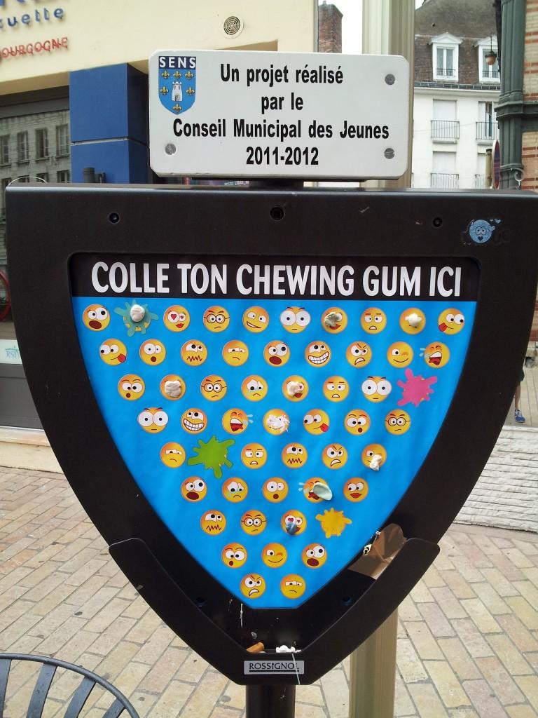 Colle ton chewing gum ici Campagne propreté à Sens